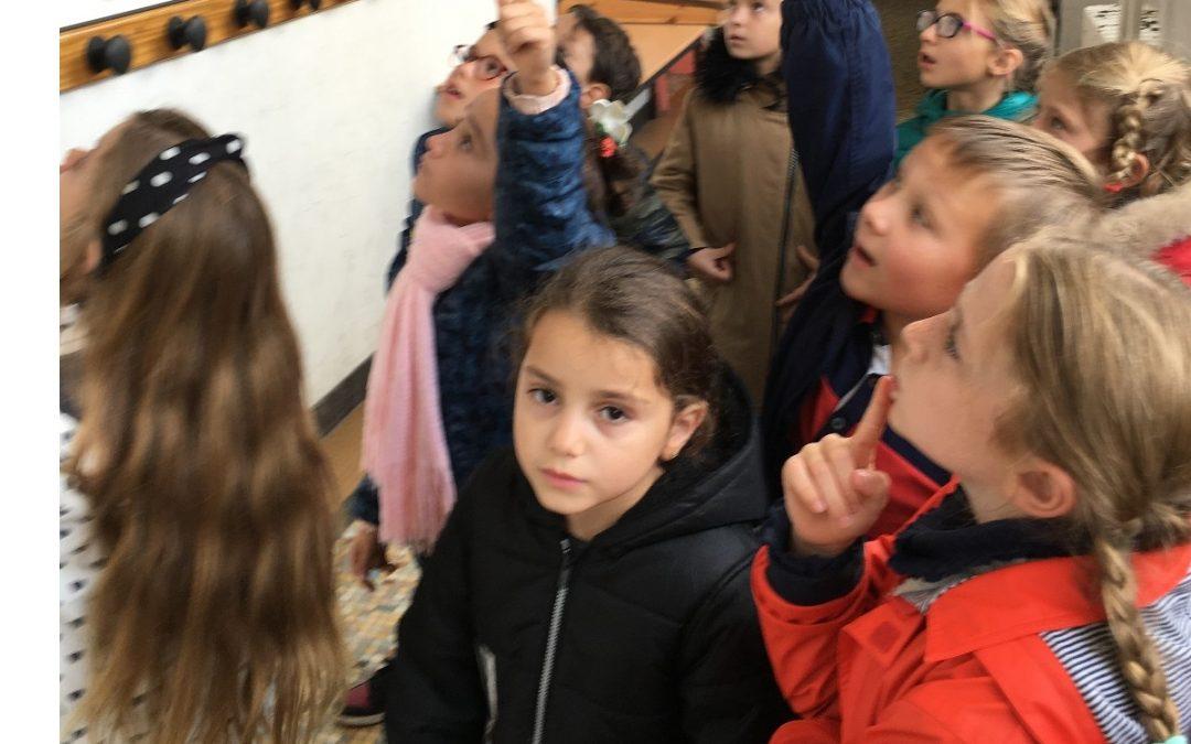Visite de l'exposition de Jean MONTCHOUGNY au Musée de l'éducation par la classe de CE1-CE2 du centre-ville